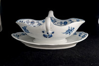 P083 - MEISSEN DOUBLE-LIPPED SAUCEBOAT ON FIXED STAND
