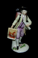 P012 - MEISSEN FIGURE OF A PRINT SELLER FROM THE PARIS TRADERS SERIES