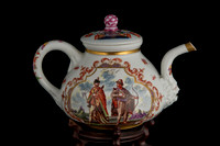 P073 - MEISSEN TEAPOT AND A COVER