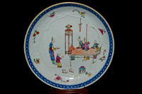 P179 - A CHINESE EXPORT FAMILLE ROSE SAUCER DISH