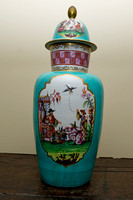 P022 - A PAIR OF MEISSEN LATER DECORATED TURQUOISE-GROUND CHINOISERIE VASES AND COVERS