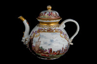 P071 - MEISSEN TEA POT AND A COVER
