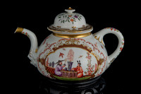 P070 - MEISSEN TEAPOT AND A COVER